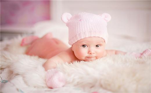 猴年到了,宝宝出生了,对于爸爸妈妈来说最重要的就是给自己的宝宝起个好听的名字,好听的名字对宝宝来说非常的重要,所以说一些宝宝的父母亲就会请一些有知识的人来为自己猴年出生的宝宝起一个大气的名字,因此猴宝宝经典名字推荐就是每个需要给自己的猴宝宝起名字的爸爸妈妈需要关注的内容了。   猴宝宝经典名字推荐,建议大家可以请教专业起名字的专家,起名字也是一个很深的学问,不是说随便起一个就好了,如果一个人的名字都那么的大众化,那么真的没有什么突出之处。根据中华名族的源远流长的文化来说,起名字和五行有着密切的关联。